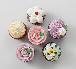 バラとお花のカップケーキ